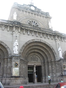 An entrance to the Manila Cathedral.