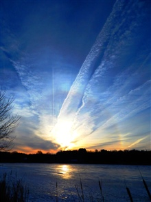 Ice crystals - Icebow and Contrails